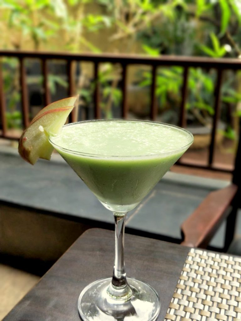 Kiwi Apple Punch, pune foodblogger, restaurant review, mocktails, kiwi smoothie, kiwi drink