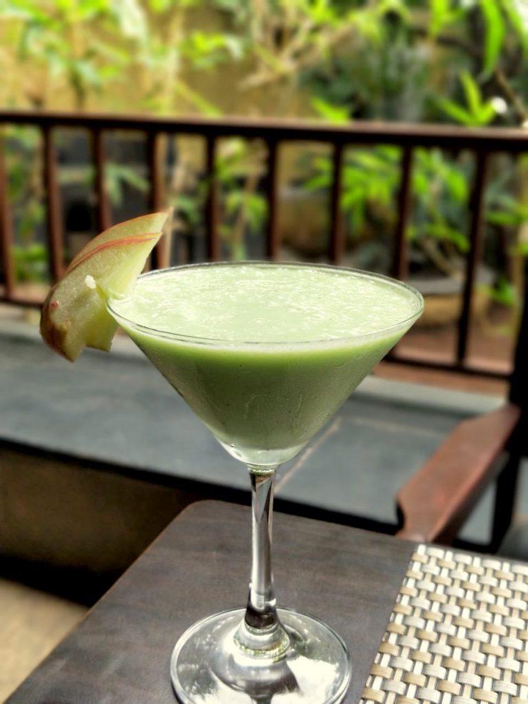 Kiwi Apple Punch, pune foodblogger, restaurant review, mocktails, kiwi smoothie, kiwi drink